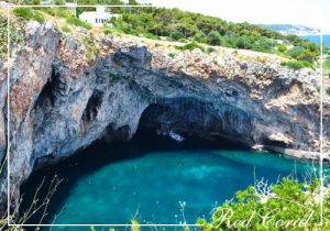 escursione in barca alla grotta zinzulusa castro